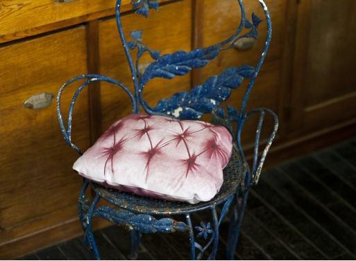 Capiton seat cushion