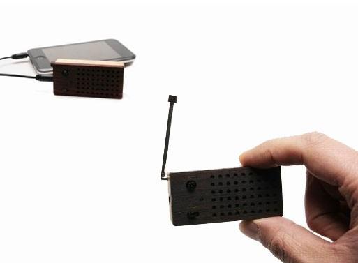 Motz Tiny Wooden Emotion Speaker